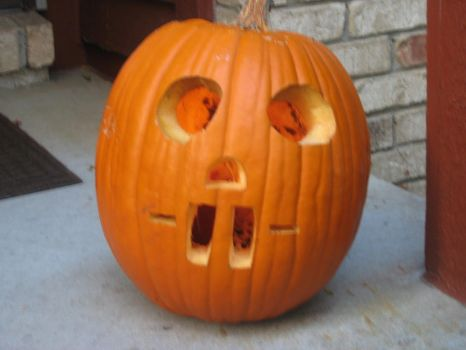 Bucktooth Pumpkin by WingDiamond