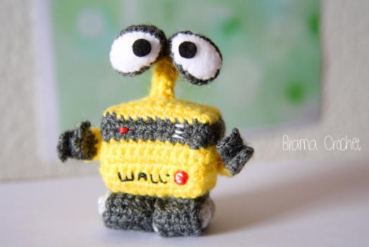 Wall-E Amigurumi crochet doll by BramaCrochet