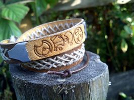 Bow ties are cool! Doctor Who leather bracelet by gumex