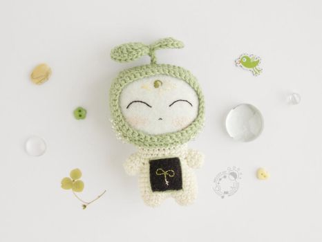 April, Sprout, the Space Traveller by theAmigurumer