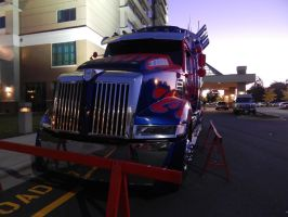 Optimus Prime at dawn on Sunday at TFCON USA 21.26 by transformersnewfan