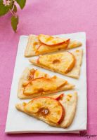 Apple pizza by Morgaer