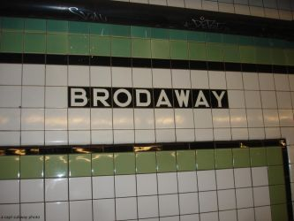IND Crosstown (G) Line - Broadway station - northb by capt-sub