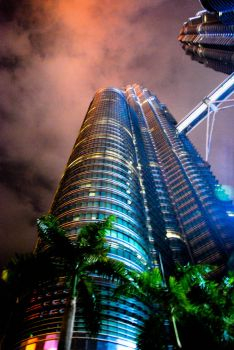 Petronas Twin Towers by hahli9