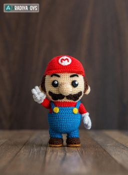 Mario from 'Super Mario Bros.' collection, pattern by AradiyaToys