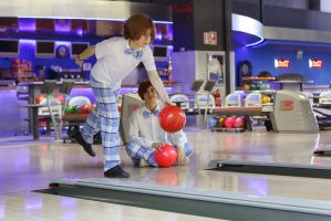 We like to bowl, vee~ - gakuen hetalia cosplay by Voldiesama