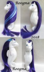 White Cap Pearly Seapony by Roogna