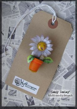 Lazy Daisy Brooch by Unfairytales