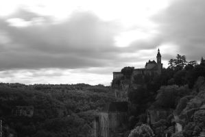 Rocamadour BW by Mincingyoda