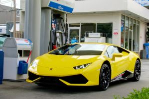 Huracan fill up by SeanTheCarSpotter