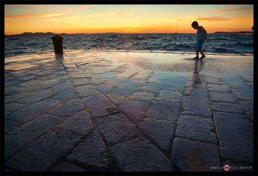 Playing with the sea by ivancoric