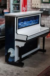 Spraypainted Piano left side by mhummelt