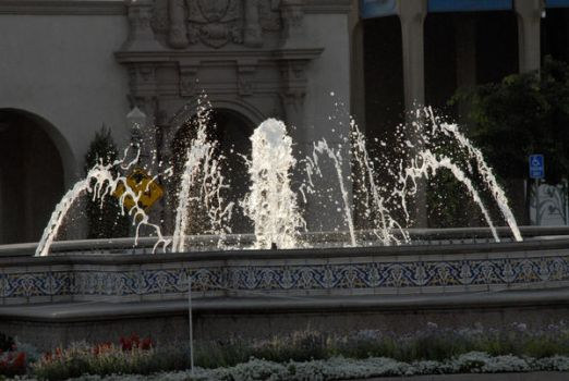 Fountains 02 by LinzStock