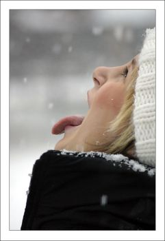 Catching snowflakes II by winterland