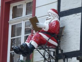sitting Santa Claus 1 by mrscats