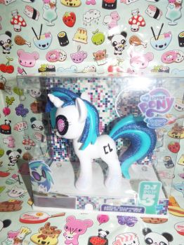 (MLP)Comic Con Exclusive 2012 Vinyl Scratch by KrazyKari
