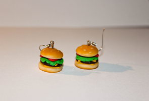 Burger earrings by Hrasulee