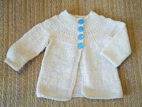 Ribbed yoke baby cardigan by KnitLizzy