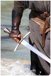 Sword in his hands by Skimpel