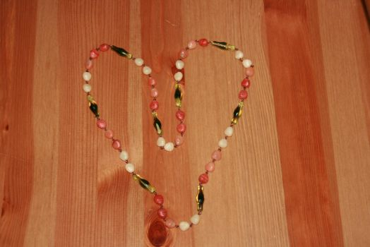 Black and coral beads by Mamazoya