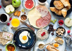 Breakfast chaos by MirageGourmand