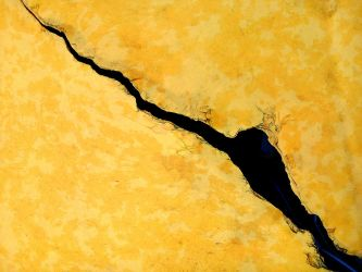 cracked from side to side by Mittelfranke