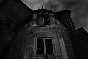 House with ghosts by Lithium31