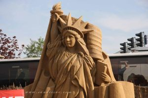 Statue of Liberty in Sand by Suzuko42