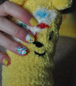 Minimalist Pudsy Nails by Kai--Photography