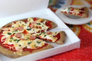 Pizza - Clay miniature by thinkpastel