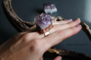 Amethist Crystal Cluster Ring by Linuziux