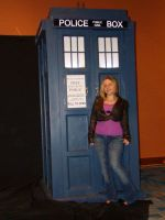 Rose and the TARDIS - Cosplay by StephieLuff