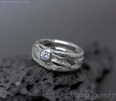 Frost ring - Sterling silver and Cubic zirconia by Arctida