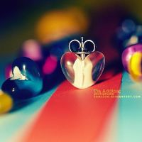 queen of hearts. by Camiloo