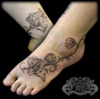 Flowers on foot by state-of-art-tattoo
