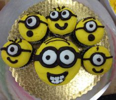 Minion Cupcakes by LucyQ602