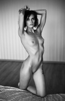 S (nude model test shot) by Aledgan