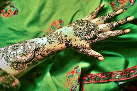 Fresh henna to celebrate the not so pretty spring by cydienne