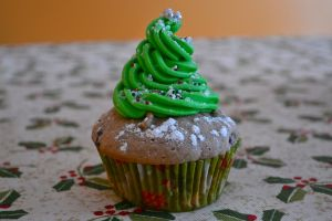Christmas Tree Cupcake by Lily-Gangsta