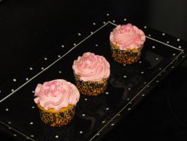 Pink cupcakes by OliveDrop