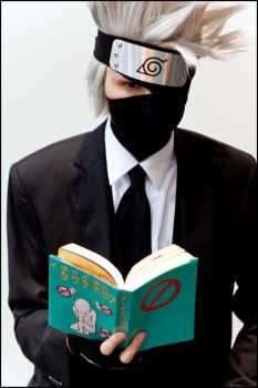 Kakashi reading time by Suki-Cosplay