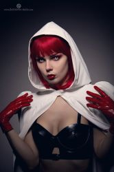 Reverse Little Red Riding Hood by Elisanth