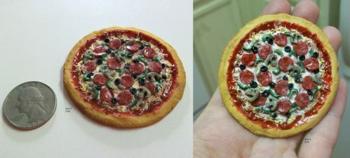 Polymer clay miniature pizza by TinyAna