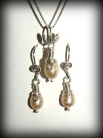 Pearls and silver - earrings and pendant by marsvar