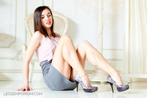 Love This Luscious Legs Pose by Lina - LE by LegsEmporium