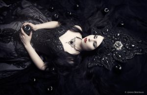 The darker side of snowwhite by Annie-Bertram