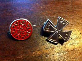 Medieval brooches by Dewfooter