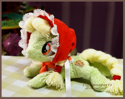 Granny Smith plushie by Piquipauparro