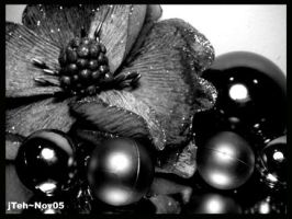 flower and balls by jteh