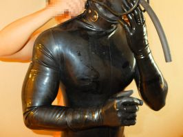 wearing the thick rubber hood by rubberprince